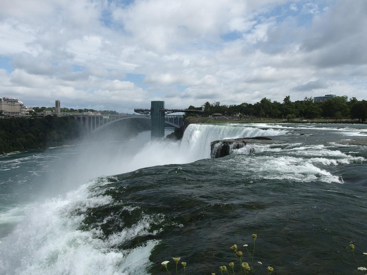 waterfall-1193744_1280