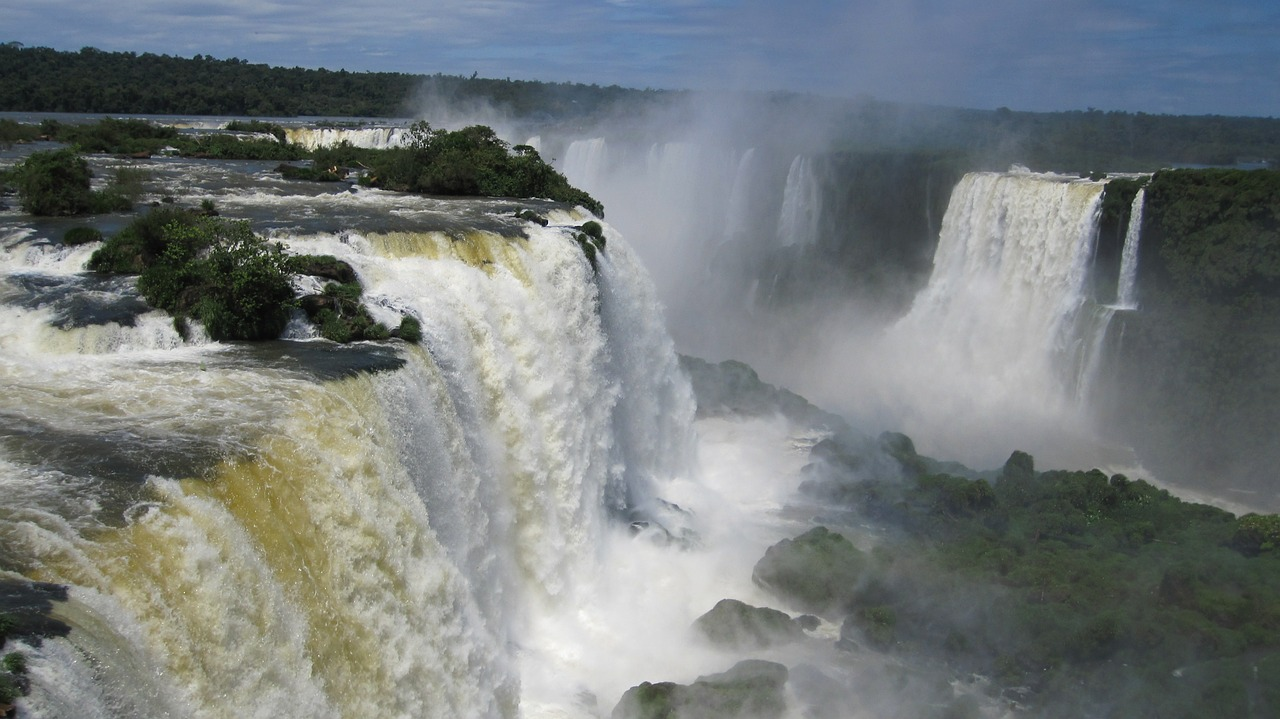 iguazu-waterfalls-377990_1280